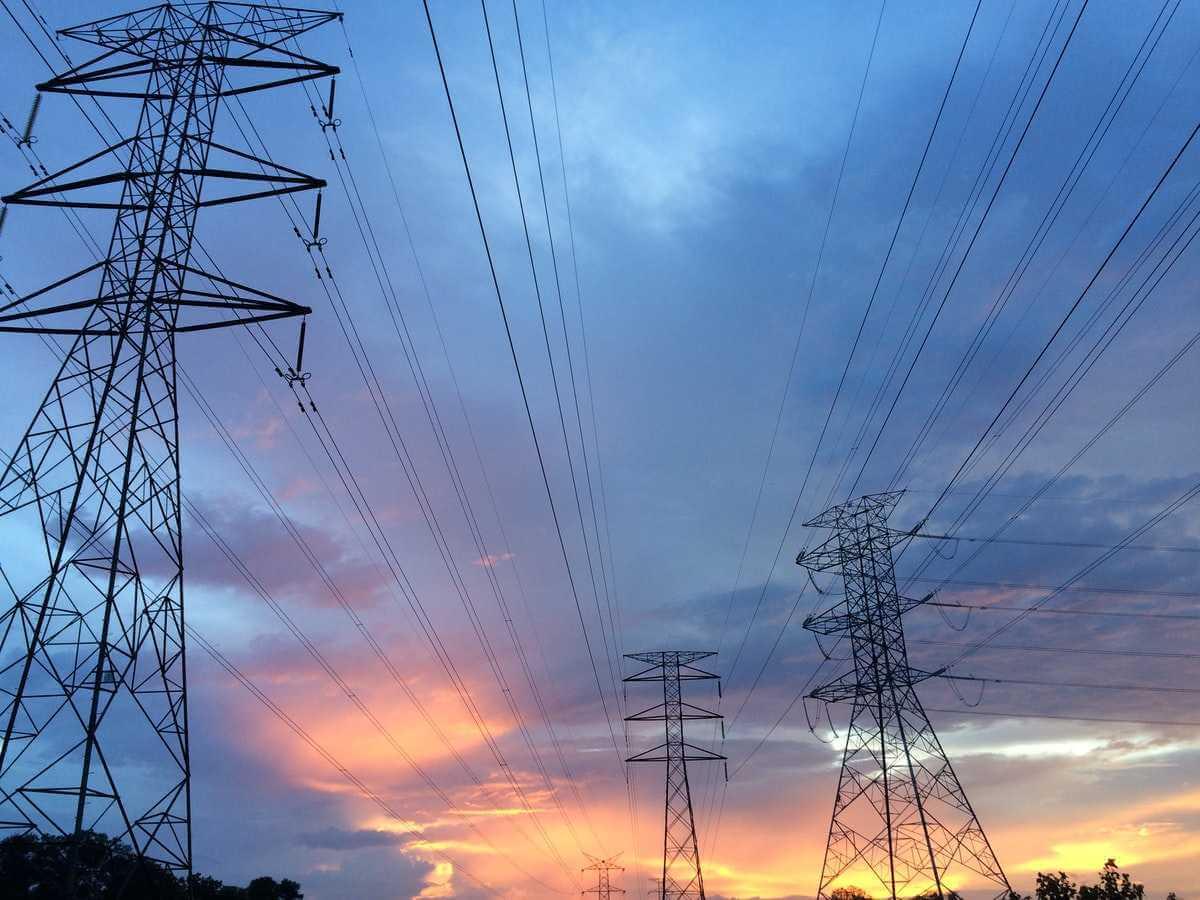 Kraftledningar från elkraftverk